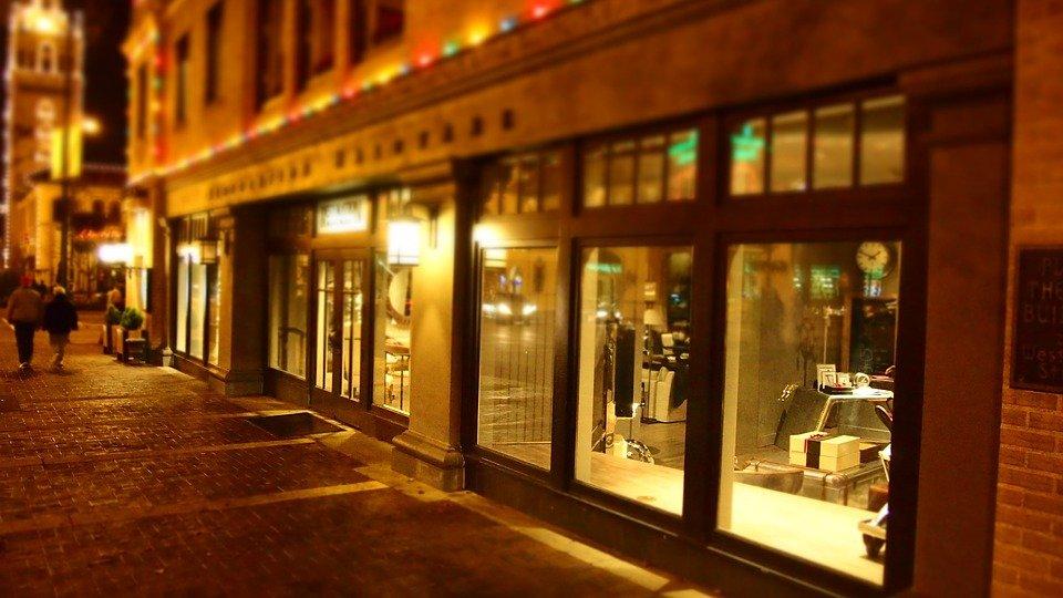 Comment améliorer l'isolation de sa vitrine de magasin